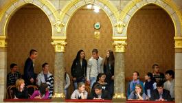 """""""Nem létező cigány buddhisták"""" a Parlamentben + Videó"""