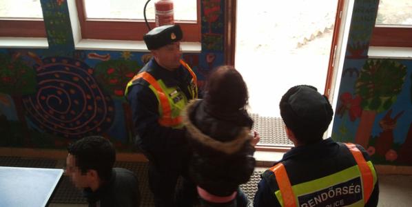 Bilincsben vittek el roma gyerekeket az iskolából
