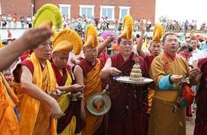 A Rinpocse szertartásokat vezet a kalmük fővárosban, Elisztában 1