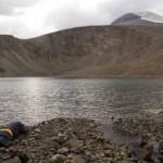 Tiszteletadás Mongóliában a szent hegy előtt