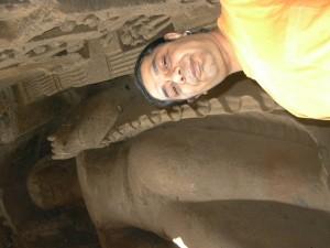 Orsós János az ókori faragványok bűvöletében