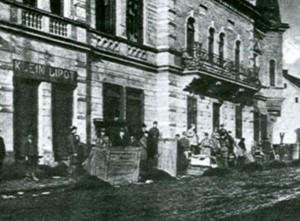 Az 1919. januári salgótarjáni zavargások nyomai, 2003. (Pásztor Cecília: Salgótarjáni Zsidótörténet. Nógrád Megyei Levéltár)