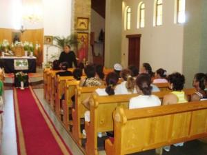 A Dzsaj Bhím Közösség tagjai a máriapócsi templomban, 2009. szeptember
