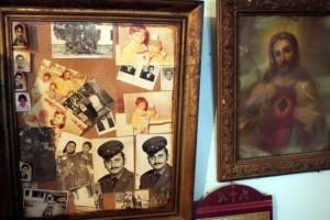 CHIPURILI SAU FOTOGRAFIILE DE PE PEREŢI, ÎN LIMBA BĂIAŞĂ  Sursa: ADRIAN PÎCLIŞAN