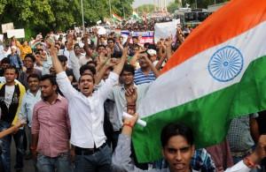 Tízezrek tüntettek az aktivista mellett